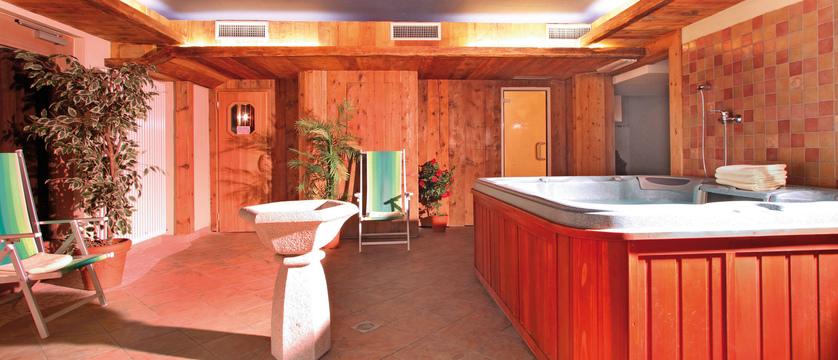 italy_dolomites_canazei_hotel_bellevue_wellness_area.jpg